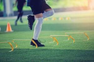 Der Ausdauerparcours Fußball kombiniert konditionelle, technische und koordinative Elemente